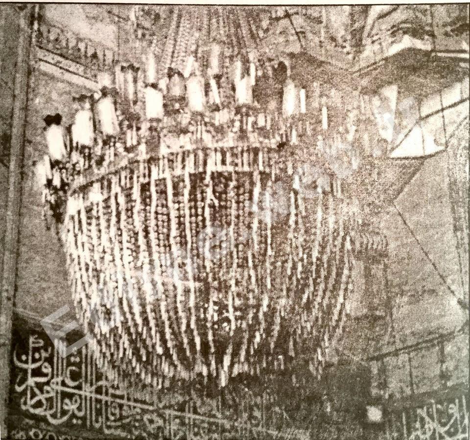 Edirne Selimiye Camii avizesi. Edirne Eyalet Valisi Musir Arif Paşa kendi parası olan 150 sari liraya satın alıp camiye hediye etti
