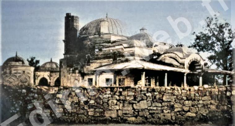 1913 Balkan Savaşı sırasında Bulgarlar tarafından topçu ateşi ile minaresi yıkılmıştır - Edirne Darülhadis Camii