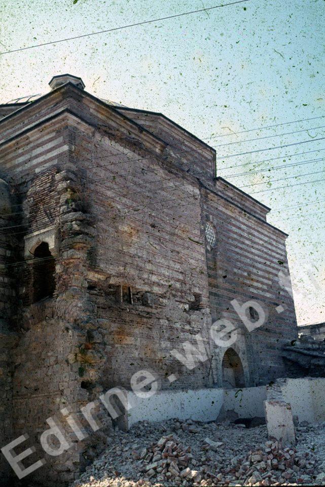 Sokullu Hamamı bitişiğindeki yapının yıkılışı sonrası