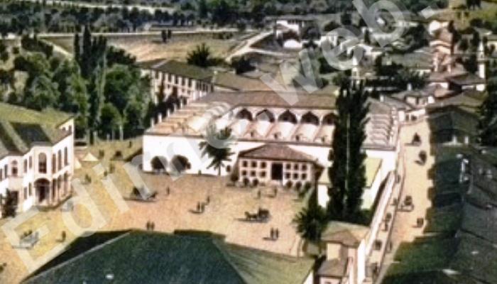 Üç Şerefeli Cami'den Deveci Han solda Hükümet Konağı 1878 yılı
